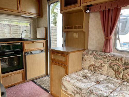 1996 Compass Lynx 3402 2 Berth Touring Caravan (2)
