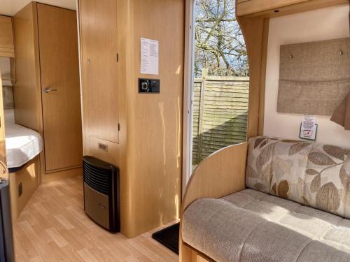 2010 Bailey Olympus 464 4 Berth Touring Caravan (10)