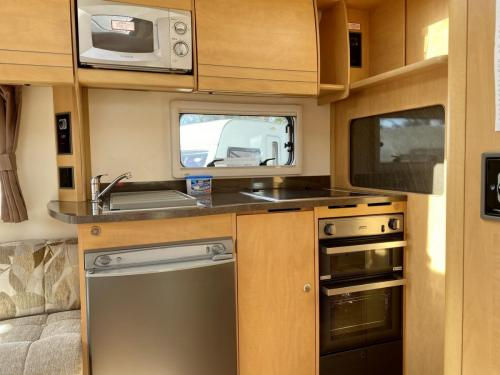 2010 Bailey Olympus 464 4 Berth Touring Caravan (3)