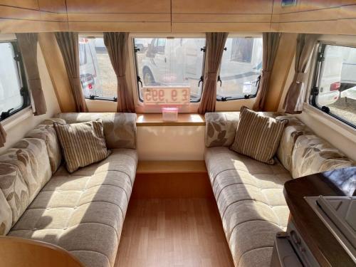 2010 Bailey Olympus 464 4 Berth Touring Caravan (4)