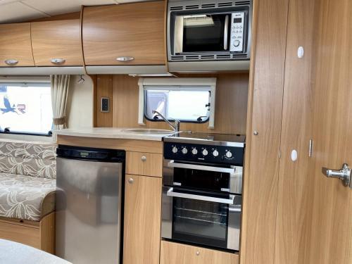 2011 Swift Charisma 240 2 Berth Touring Caravan (10)
