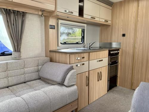 2014 Coachman Pastiche 6402 2 Berth Touring Caravan (3)