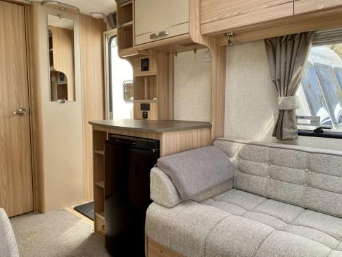 2014 Coachman Pastiche 6402 2 Berth Touring Caravan (4)
