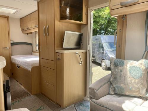 2014 Compass Rallye 574 4 Berth Touring Caravan (8)