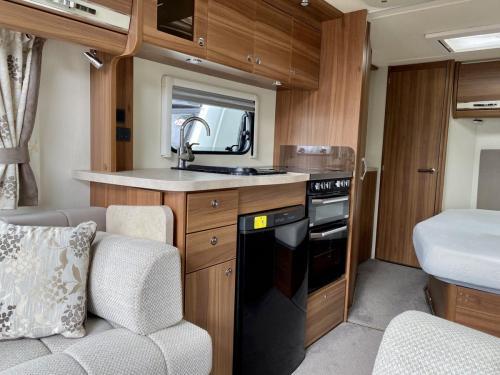 2016 Elddis Affinity 540 4 Berth Touring Caravan (1)