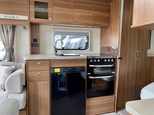 2016 Elddis Affinity 540 4 Berth Touring Caravan (11)