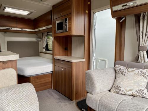 2016 Elddis Affinity 540 4 Berth Touring Caravan (3)