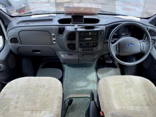 Auto-Sleeper Ravenna 4 Berth Coachbuilt Motorhome NX55 KGY (7)