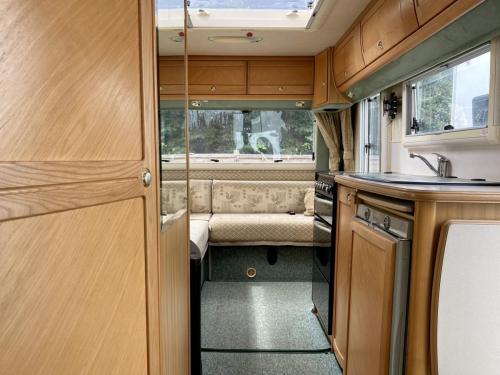 Auto-Sleeper Ravenna 4 Berth Coachbuilt Motorhome NX55 KGY (8)