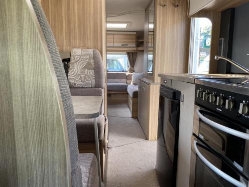 Bessacarr E496 6 Berth Coachbuilt Motorhome HX14 DBV (5)