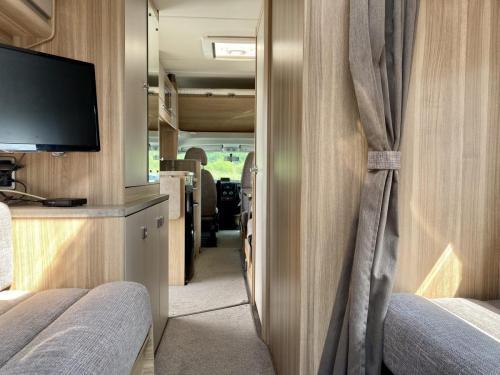 Bessacarr E496 6 Berth Coachbuilt Motorhome HX14 DBV (9)