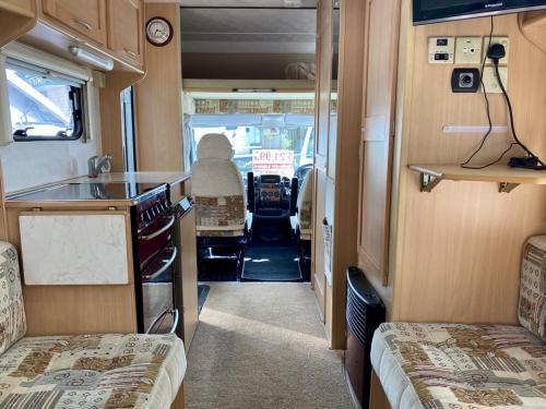 Elddis Avantgarde 400 4 Berth Coachbuilt Motorhome NX53 FFD (9)