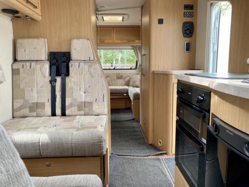 Elddis Majestic 180 6 Berth Coachbuilt Motorhome HX13 AKK (3)